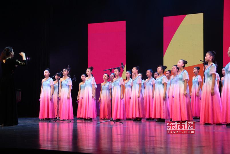 福建省中小学生艺术节莆田开幕学生跳舞精彩小学生钢管上演图片