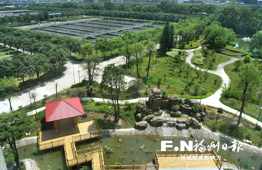 采用生态砌块等,既解决排水问题,又实现蓄水池与园林景观有机结合.