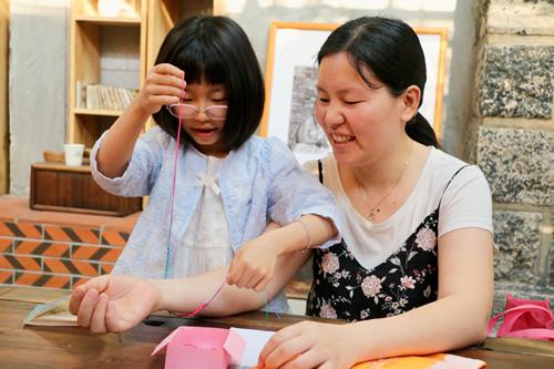 """金沙大地国际娱乐:""""弘扬好家风_传承伴成长"""":爱的编织,感恩母亲!"""