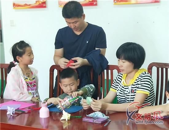 福建厦门集美区社区书院举办母亲节感恩活动 传递好家风